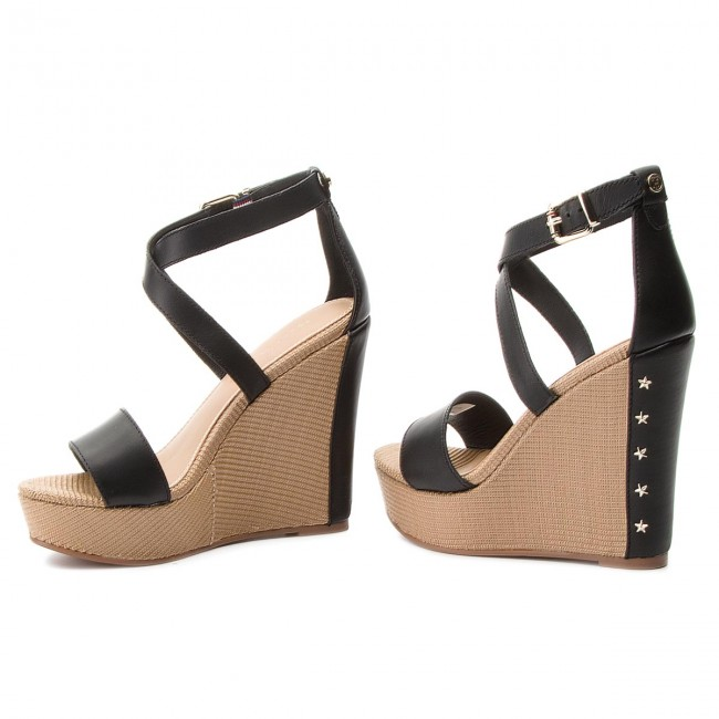 Sandále TOMMY HILFIGER - Feminine Wedge Sandal Stars Studs FW0FW02236 Black  990 9d150715aea