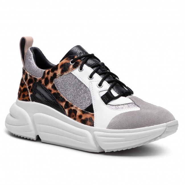 Sneakersy CLARKS - Tricomet Lace 261556804  Leopard Print